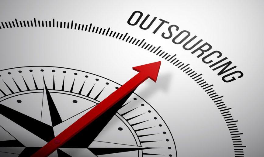 """2. """"Jedna z najważniejszych praktyk w zarządzaniu ostatnich 75 lat"""" – Outsourcing"""